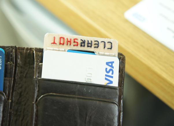 O tripé ClearShot cabe dentro da carteira (Fonte: Divulgação) (Foto: O tripé ClearShot cabe dentro da carteira (Fonte: Divulgação))