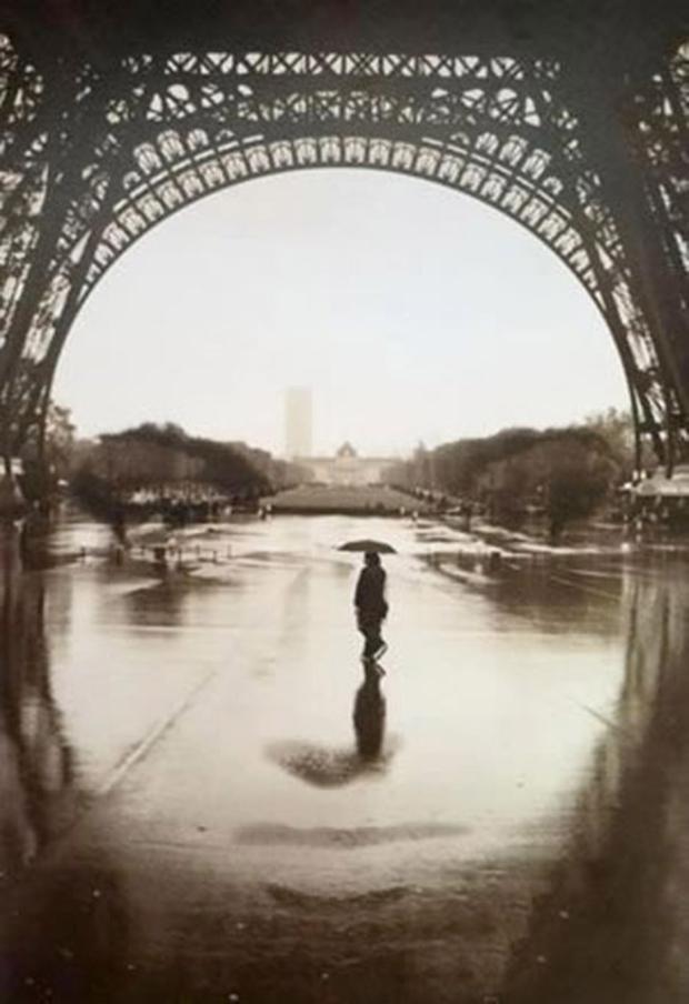 Foto com Torre Eiffel cria imagem de rosto feminino (Foto  Reprodução) 4280e56566