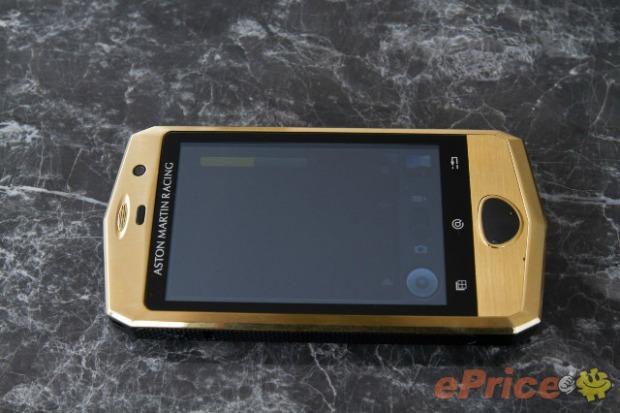Bonito e de marca famosa, smartphone deixa a desejar no hardware (Foto: Reprodução)