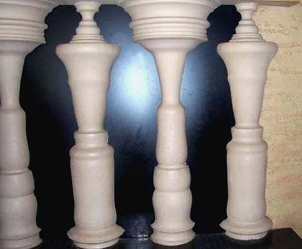 Esculturas formam imagens de homens (Foto: Reprodução)