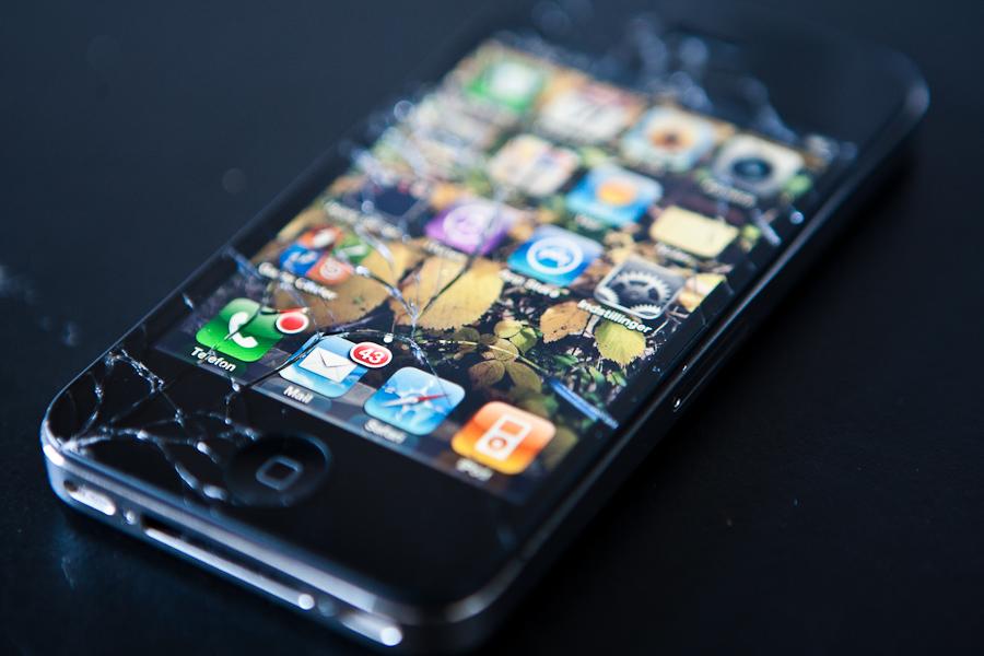iPhone 4 quebrado: smartphone chegou a estigmatizar por sua fragilidade (Foto: Reprodução/Digital Trends)