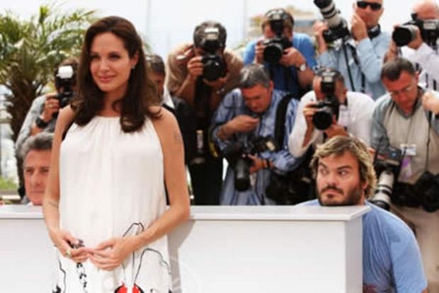 Angelina Jolie sofrendo um photobomb de Jack Black (Foto: Reprodução)