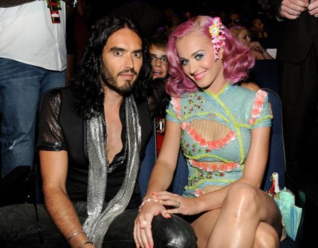 Justin Bieber separando o então casal Katy Perry e Russell Brand (Foto: Reprodução)
