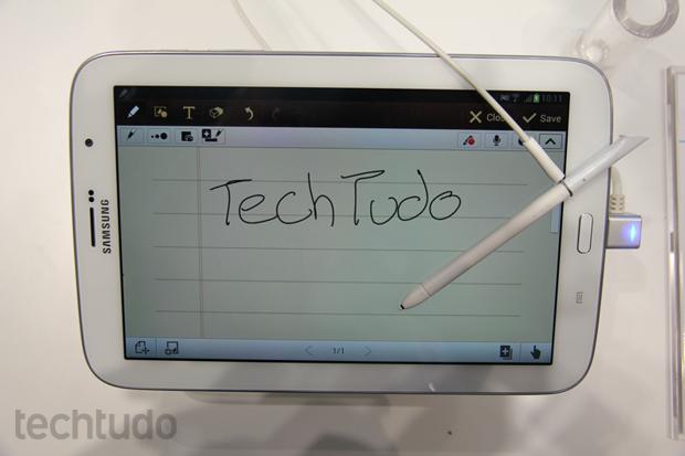 Galaxy Note 8 tem caneta com precisão e recursos melhores do que a do irmão maior, de 10.1 polegadas (Foto: Allan Melo/TechTudo)