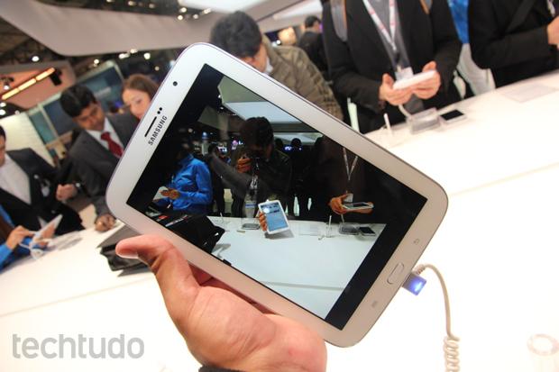 Galaxy Note 8 tem câmera de apenas 5 megapixels, mas que faz vídeos em Full HD (Foto: Allan Melo/TechTudo)