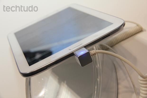 Galaxy note 8 tem saida de áudio na parte inferior do tablet e com desempenho equivalente ao do iPad (Foto: Allan Melo/TechTudo)