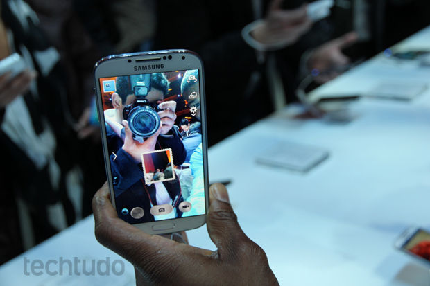 Galaxy S4 vem com o Dual Camera, que tira fotos com ambas as câmeras ao mesmo tempo (Foto: Allan Melo/TechTudo)