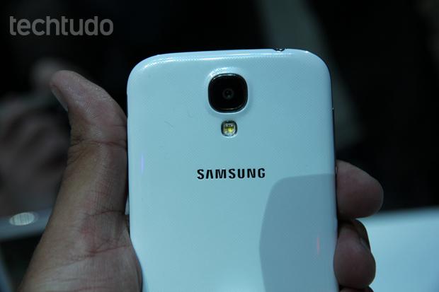 Galaxy S4 tem câmera de 13 megapixels e inovações no software (Foto: Allan Melo/TechTudo)