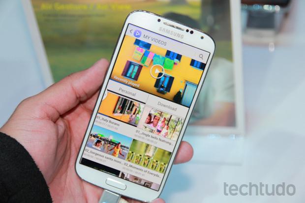 Galaxy S4 une bom hardware e bons recursos (Foto: Allan Melo/TechTudo)