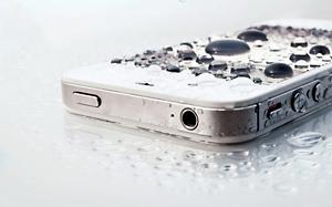 Seque imediatamente o smartphone quando molhar (Foto: Reprodução/MacBlogger)