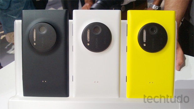 Lumia 1020 vem nas versões preta, branca e amarela (Foto: Allan Melo/TechTudo)