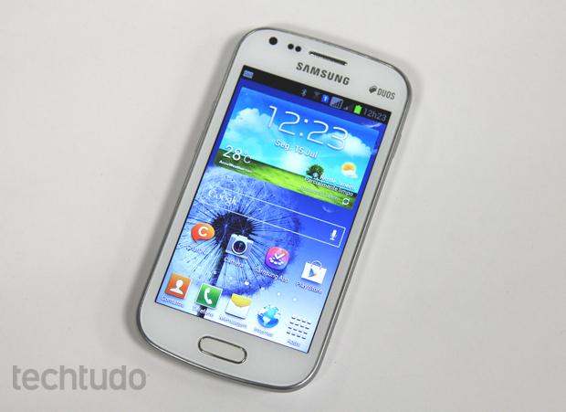 Galaxy S Duos é um dual-chip da Samsung com Android 4.0.4 (Foto: Elson de Souza/TechTudo)