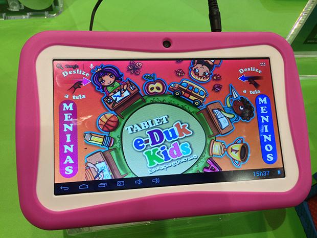 d32f97a6e07 Opção de tablet infantil apresentado pela DL (Foto  Reprodução  André  Fogaça)
