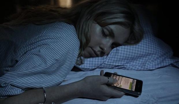 Pesquisa diz que jovens mandam mensagens dormindo (Foto: Reprodução)