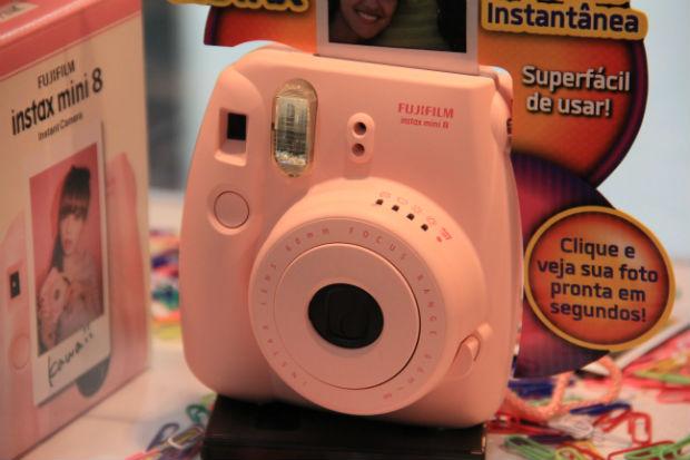 A Fujifilm InstaxMini 8 chega no Natal e vem em tons pastéis de rosa, azul b154b48265
