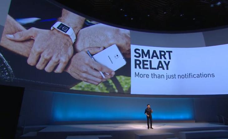 Galaxy Gear, com recurso Smart Relay: app no relógio ativa também o do celular, se precisar (Foto: Divulgação)