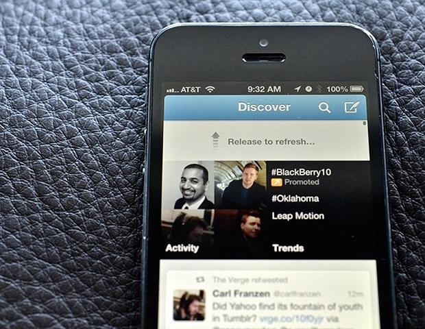 O Twitter agora indica postagens e pessoas mais populares para o usuário seguir  (Foto: Reprodução/The Verge)