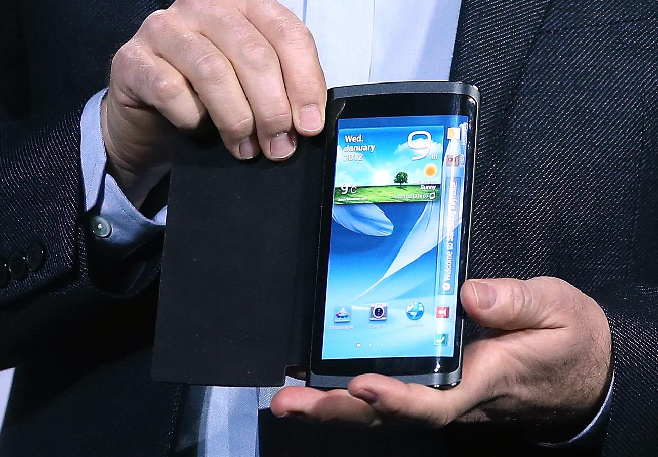 Smartphone misterioso da Samsung com tela flexível (Foto: AFP)