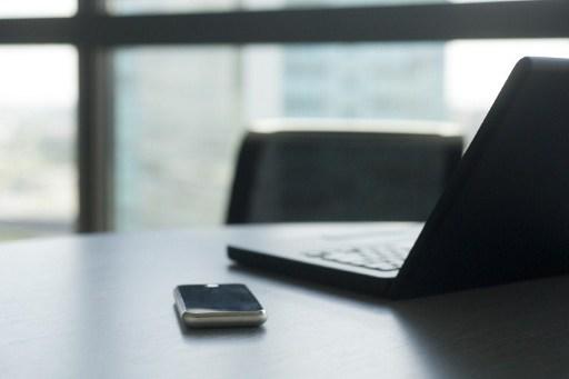 Conexões entre dispositivos móveis podem apresentar problemas de diversos tipos (Foto: AFP)