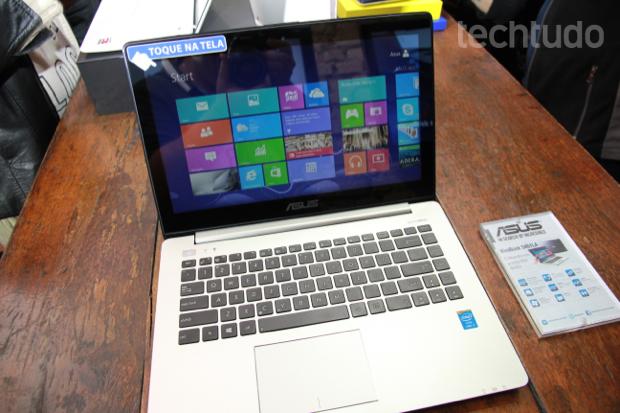 Novo VivoBook da Asus fabricado no Brasil traz o leitor de DVD em modo bem fino (Foto: TechTudo/Rodrigo Bastos)